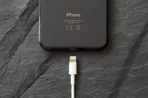 iPhone mit lightning Kabel